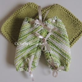 knitted dishcloth britches at craftygardener.ca