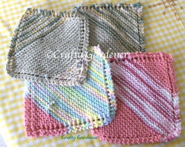 knitted dishcloths at craftygardener.ca