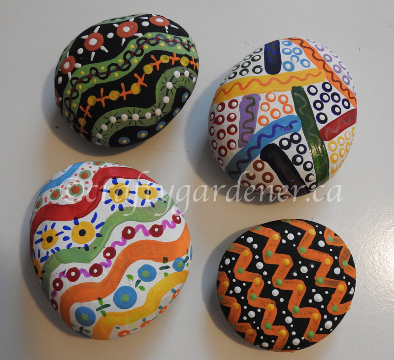 creating rock zendoodles at craftygardener.ca