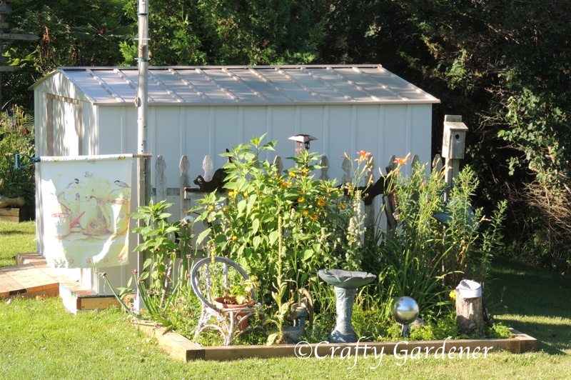 the fence garden in July 2015 at craftygardener.ca