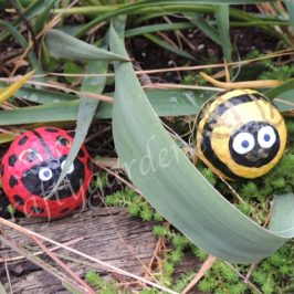 painting golf ball critters at craftygardener.ca