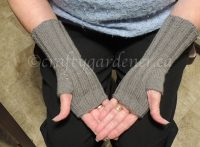 grey fingerless gloves at craftygardener.ca