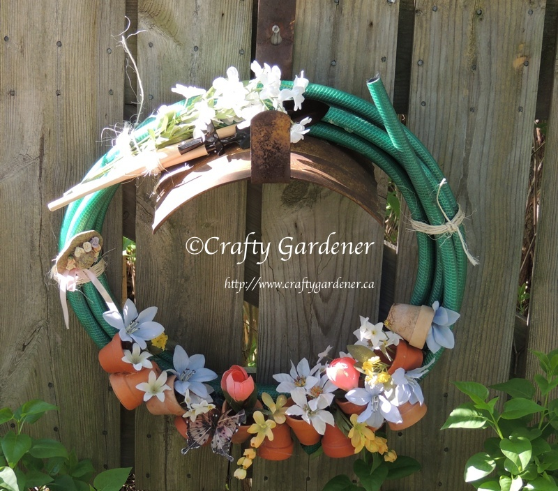 a hosepipe wreath by http://www.craftygardener.ca