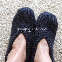 knitted slippers at craftygardener.ca