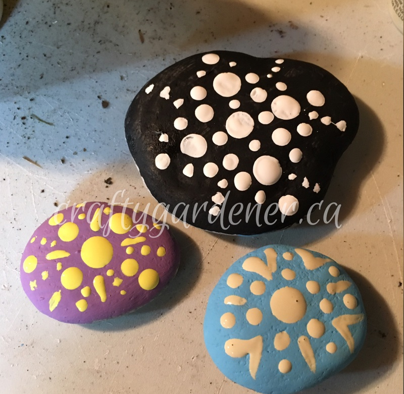 painting mandala rocks at craftygardener.ca