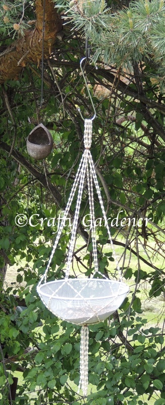 make a hanging mesh feeder at craftygardener.ca