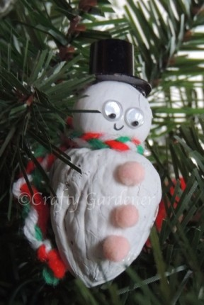 making a nutty snowman at craftygardener.ca