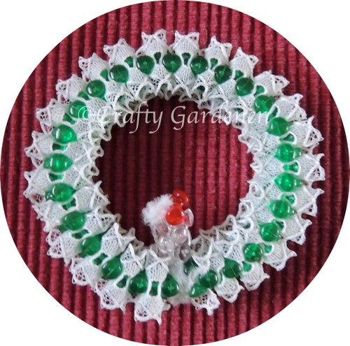 pipe cleaner wreath at craftygardener.ca