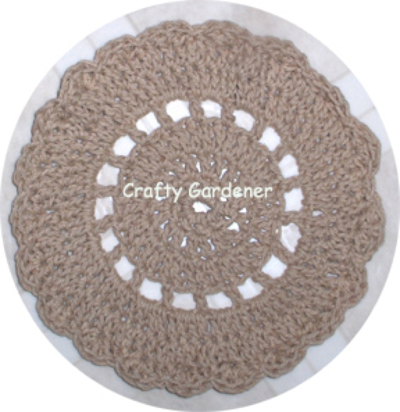 round crochet dishcloths at craftygardener.ca
