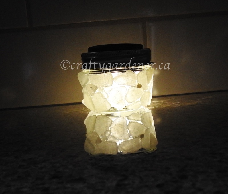 hot to make a solar light at craftygardener.ca