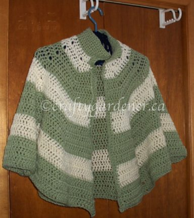 a crochet shoulder snuggle at craftygardener.ca