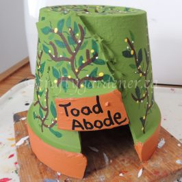 toad houses at craftygardener.ca