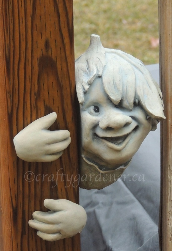 a peeking smily face at craftygardener.ca