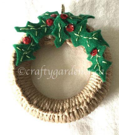 a mini wreath at craftygardener.ca