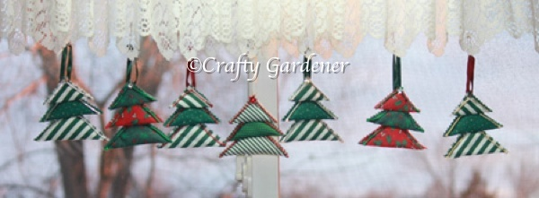 quick and easy Christmas tree decoration to make at craftygardener.ca