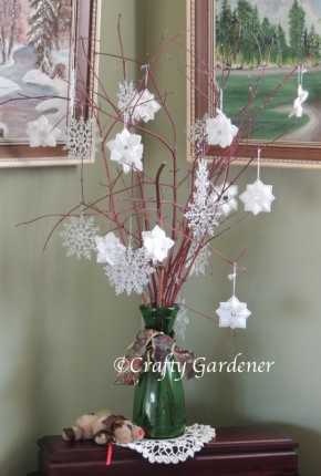 snowflakes made with plastic canvas and yarn at craftygardener.ca
