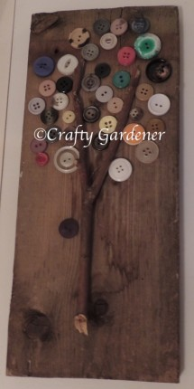making a button tree at craftygardener.ca