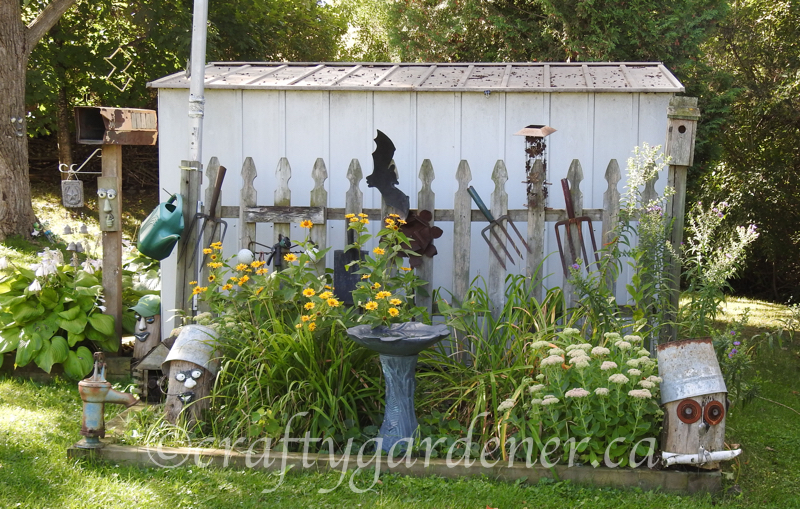 the fence garden at craftygardener.ca
