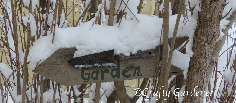 a quick and easy garden sign to make at craftygardener.ca
