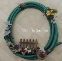 turn an old hose into a hosepipe wreath